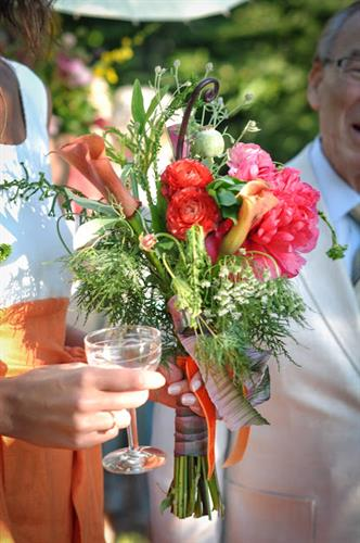 Gallery Image bouquet_and_champagne.jpg