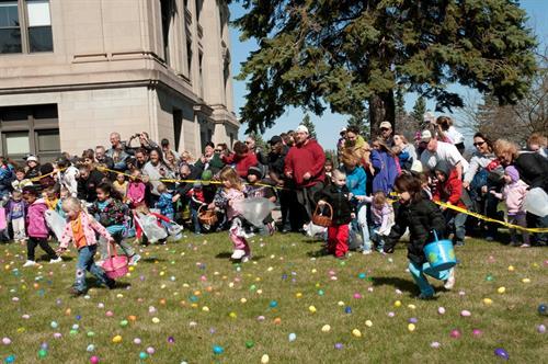 Gallery Image Easter_Egg_Hunt_crowd.jpg