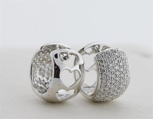 These comfortable hinged hoops snuggle right up to your ear to add lots of sparkle with 1.22 carats of pave set diamonds! The earrings are made of 18 karat white gold and even have sweet heart cut-out detail on the back side.