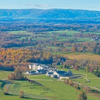 Situated in the heart of Virginia's horse and wine country