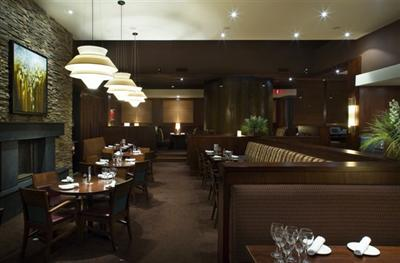 Join us in our dining room, quality food, friendly service and a comfortable atmosphere are waiting.