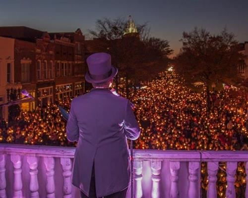 A Dickens Holiday, Candlelight Procession.  Photo: Wick Smith