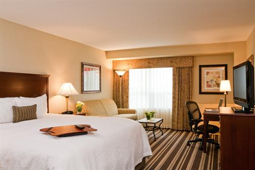 Hampton Inn Boston-Natick King Bed Guest Room
