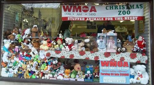 WMOA and listeners give back to the community duriong the annual WMOA Christmas Zoo.