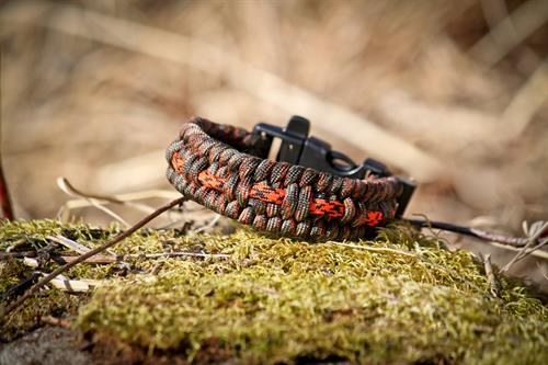 The Alaska Survival Bracelet has everything you need to start a fire in the wilderness; a firesteel, scraper and waterproof jute.