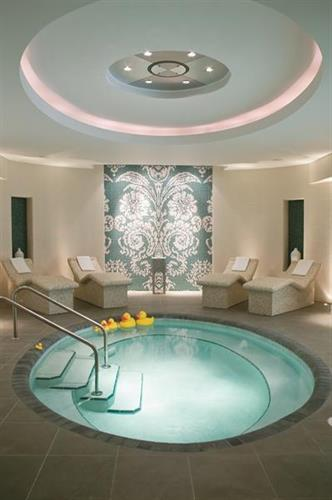 Eau Spa Bath Lounge