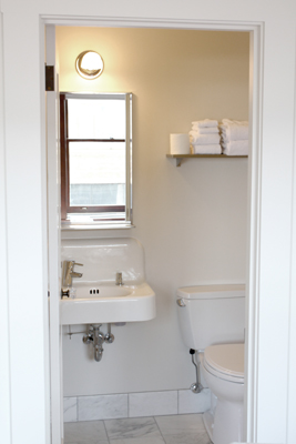 Gallery Image Suite_Bathroom.s.jpg