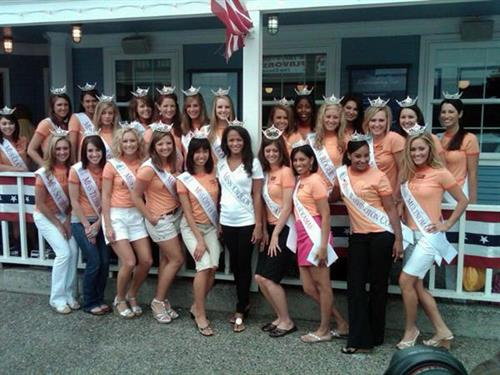 Miss Oregon Contestants eat @ Norma's