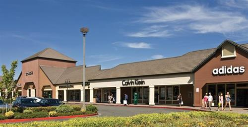 Find all of the stores, dining and entertainment options located at Vacaville Premium Outlets®.