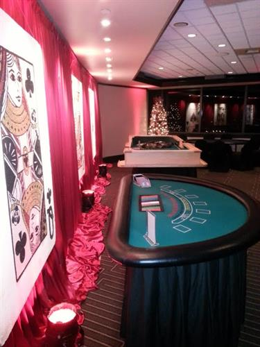 Large cards and blackjack tables