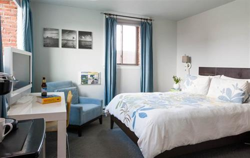 Portsmouth hotel rooms feature lots of light and a sleek design at the Ale House Inn.