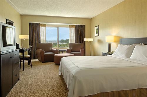 Par-A-Dice Hotel guest room