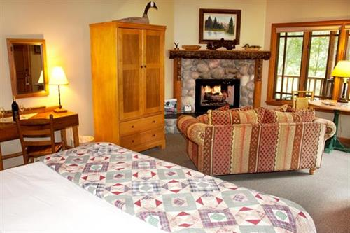 Weasku Inn River Cabin