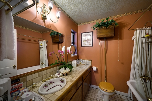 Burgundy Rose Room Bathroom