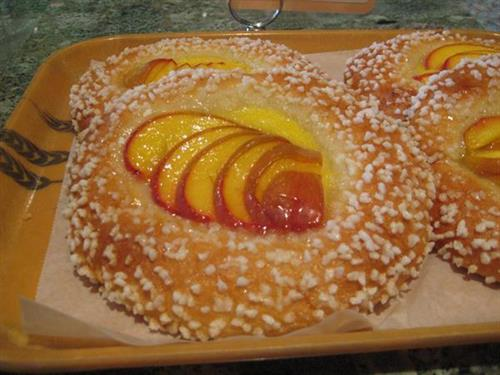 Brioche with fresh peach