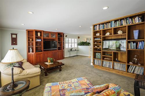 Gallery Image livingroom1_1200.jpg