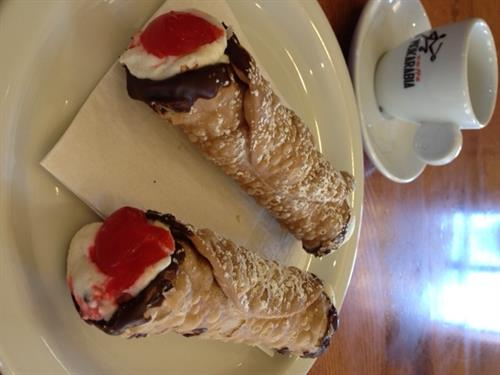 Gallery Image Cannoli_home_made_Caffe.JPG