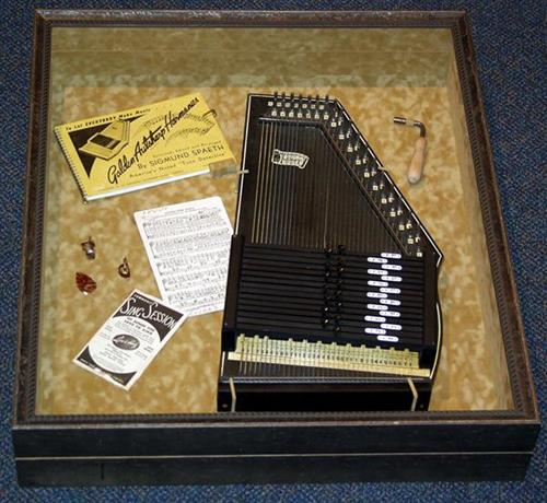 Removable Auto-Harp in Hinged Object Box