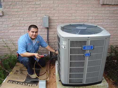 Technician Fernando Gonzalez III