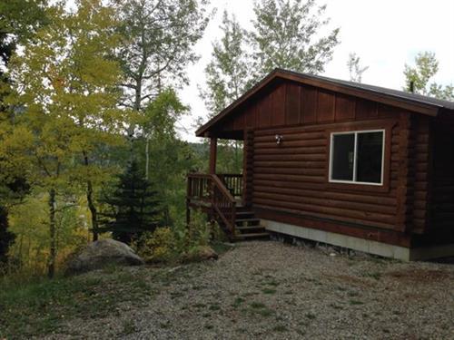 Half Moon Lake Lodge - Cozy Guest Cabins