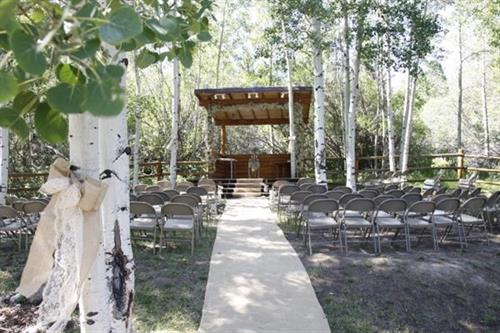 Half Moon Lake Lodge - Outdoor Wedding Venue
