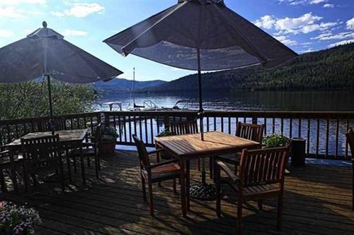 Half Moon Lake Lodge - Patio Dining on the Lake