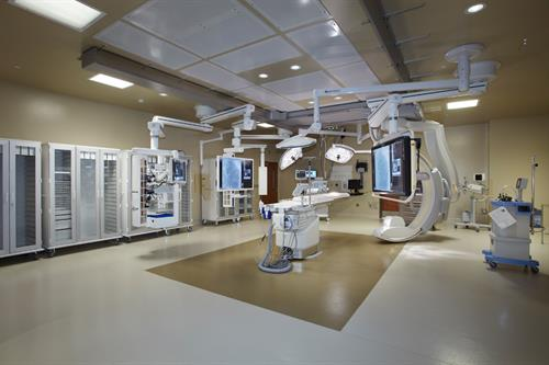 The cardiovascular hybrid suite is the largest of its kind in Arizona*. It includes both a cardiac catheterization lab and cardiovascular surgery capabilities minimizing the need to move the patient for multiple cardiac procedures.