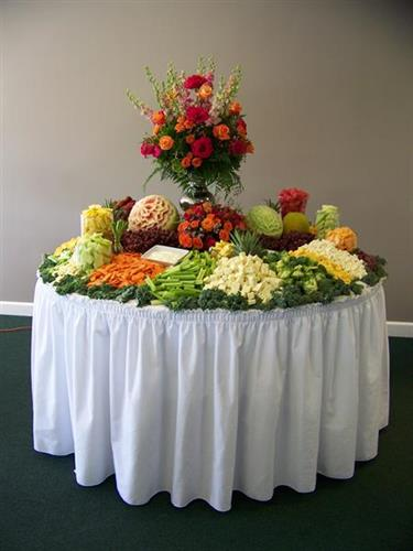 Gallery Image Fruit_and_Veggie_Display.jpg