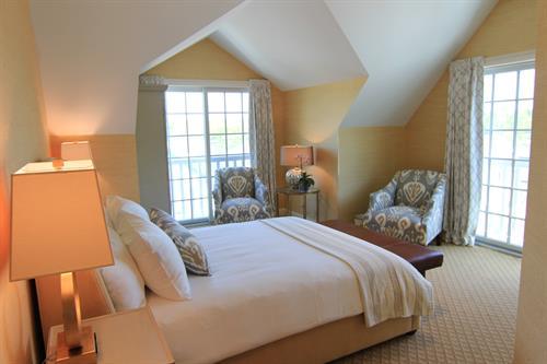 Queen Classic Guestroom