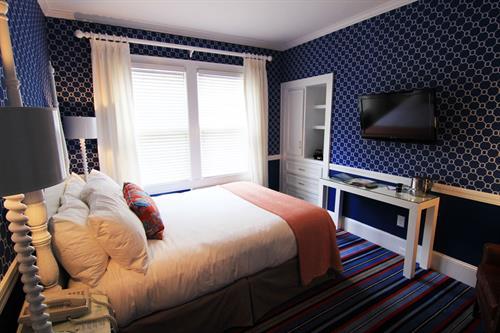 Classic Queen guestroom