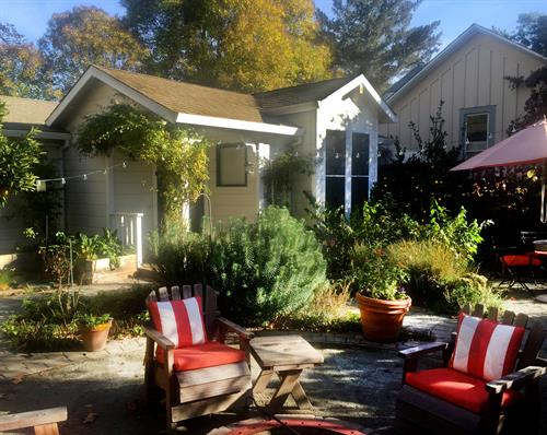 Healdsburg Cottage in Downtown