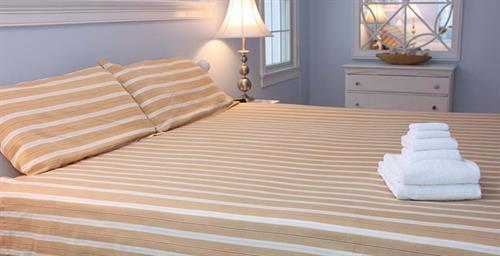 King sized sheets; https://www.thefuriesonline.com/Cape-Cod-Linen-Rentals/king-bed-sheet-options/