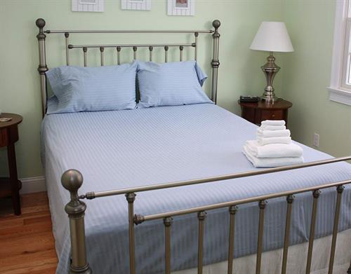 Queen sized sheets; https://www.thefuriesonline.com/Cape-Cod-Linen-Rentals/queen-bed-sheet-options/