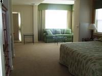 Guest House -Corner King Suite
