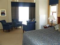 Guest House - Corner King Suite