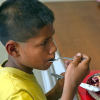 Feeding the hungry in Peru