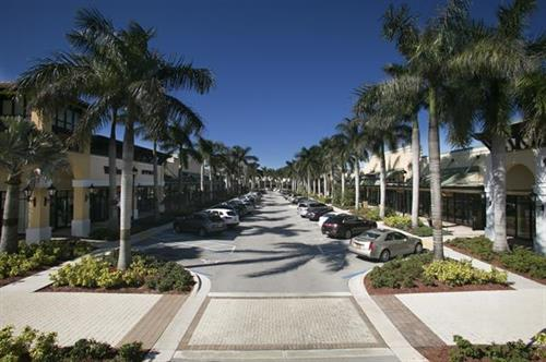 The Colonnade Outlets at SAwgrass Mills