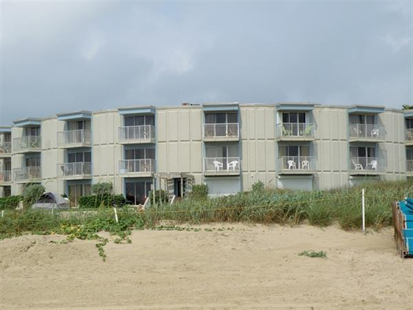 Economical one bedroom on the beach!