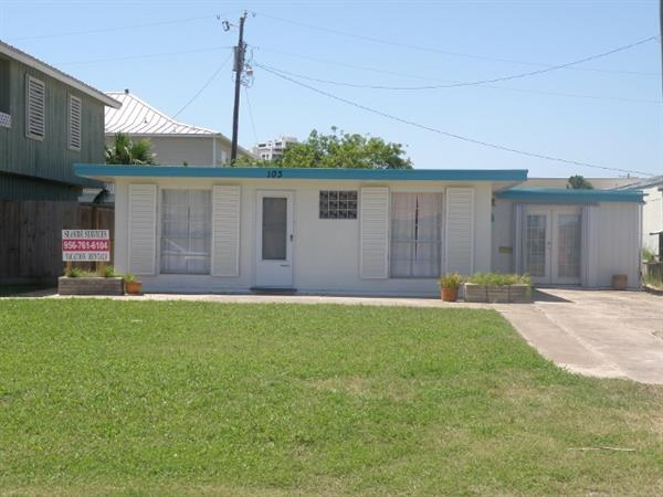 Funky Ol' Beach House - 2/2 with two living areas - Great Price