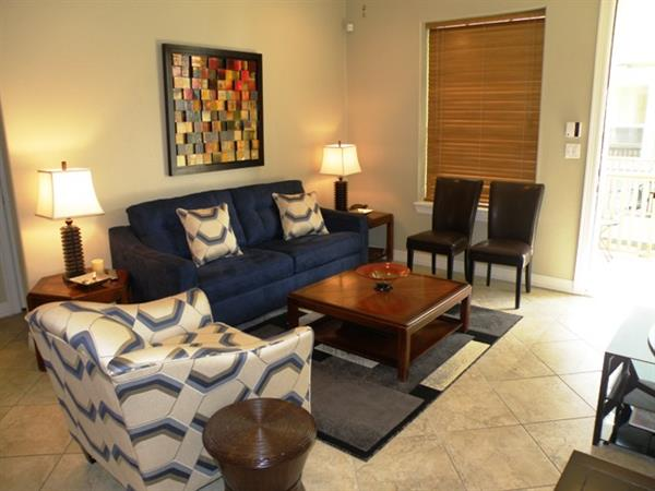 Right Across from the beach - 2/2 - great amenities