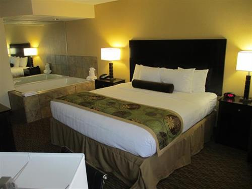 1 King Bed Room with Jacuzzi Tub