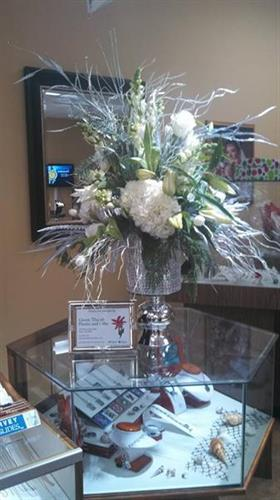 An glitzy bouquet for the Wayne County Chamber of Commerce Diamond Dip
