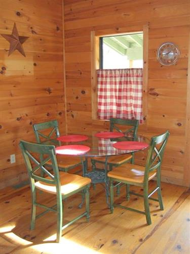 Dining table at Rabbit Hill cabin