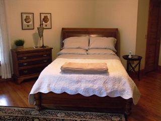 Cat's Meow cabin Master bedroom