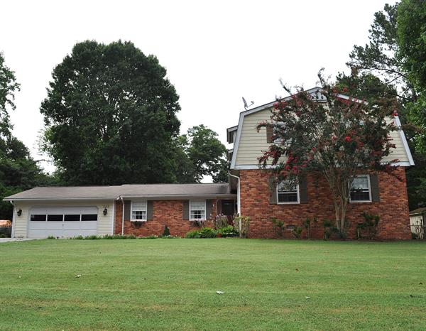 Colonial Style Home in Chinquapin has 4-5 Bedrms, great yard, nice plan, awesome storage!