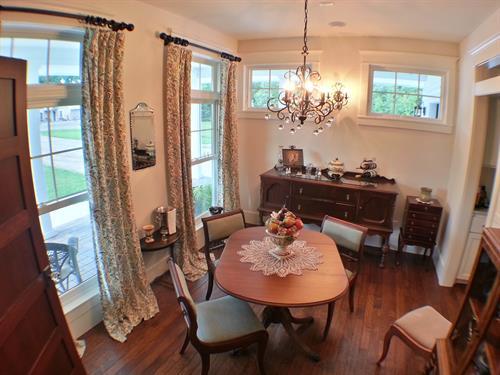 Farmhouse breakfast room