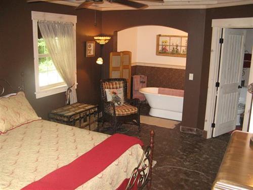 Barn master bedroom - sleep 2