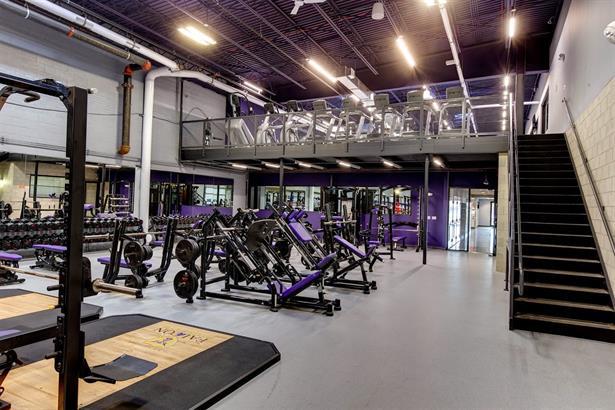 1sr floor: Free weight area