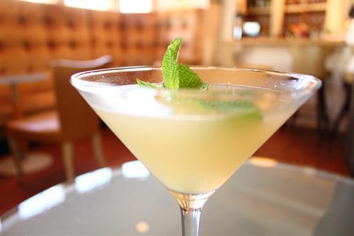 Gallery Image Cocktail-Delmonico_(5).jpg