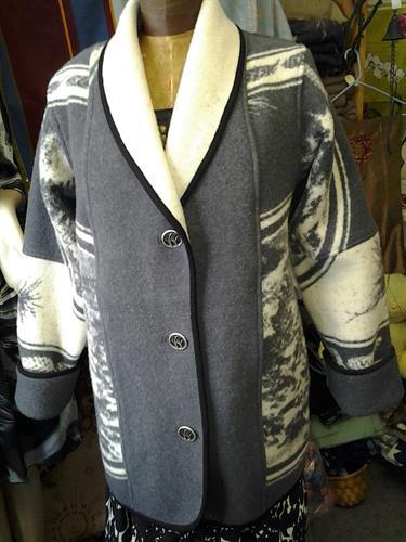 Merino wool blanket coat gey and cream